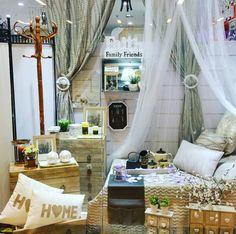 Seguimos mostrando las novedades de nuestra tienda en Viladecans. #ElimHome #home #sweet #bedroom #mosquiteras #letras #visualmerchandising #viladecans #vilamarina #bcn @olivertwirl