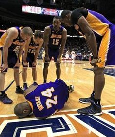 c0e0477b4 Kobe Bryant out indefinitely after spraining ankle  accuses Dahntay Jones  of  dirty  play