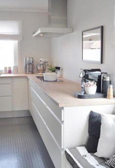 Schlichte und moderne grifflose Küche