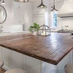 Gorgeous 45 Best Farmhouse Kitchen Island Decor Ideas On a Budget https://homeylife.com/45-best-farmhouse-kitchen-island-decor-ideas-budget/