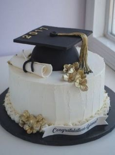 10 graduation cakes everyone loves at your party # graduation # . - 10 graduation cakes that everyone at your party will love their - College Graduation Cakes, Graduation Party Planning, Graduation Party Themes, Graduation Cupcakes, Graduation Celebration, Graduation Party Decor, Grad Parties, Graduation Gifts, Graduation Desserts