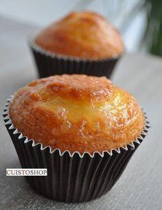 3 œufs180g de sucre8cl d'huile 4 cuil.à soupe de crème fraiche épaisseun citron bio150g de farine1 sachet de levure70g de poudre d'amande Battre les œufs avec le sucre, jusqu'à ce que le mélange double de volume et devienne bien mousseuxAjouter l'huile et la crème puis le zeste et le jus du citronIncorporer enfin la fari