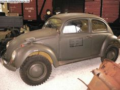 """The Kommado KdF"""" car ♦ It was built during the war for the use of field commanders at the VW plant. It was based on the sturdier """"Kübelwagen"""" chassis and had FWD. Beetle Bug, Vw Beetles, Vw Conversions, Combi Wv, Vw Baja Bug, Kdf Wagen, Volkswagen Models, Sand Rail, Vw Vintage"""