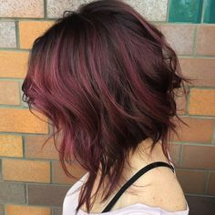 When you want to lighten up your hair for the perfect sun kissed highlights, then you have two options: foils or the newest technique, balayage. The balayage. Angled Bob Hairstyles, Short Hairstyles For Women, Pretty Hairstyles, Bob Haircuts, Medium Hairstyles, Asymmetrical Haircuts, Hairstyles 2018, Hairstyle Ideas, Uneven Bob Haircut