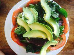 Sałatka z awokado z jarmużem i orzechami - healthy plan by ann