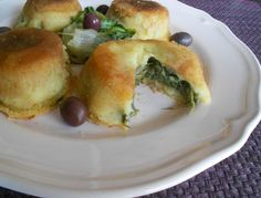 tortini di patate ripieni di scarola, olive e formaggio.