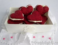 Fursecuri red velvet Red Velvet Cookies, Cookie Recipes, Foodies, Valentines Day, Dessert, Holidays, Baking, Cake, Recipes For Biscuits