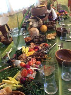 Filipino Boodle Fight.. Filipino Food, Filipino Recipes, Military Food, Boodle Fight, Boodles, Food Service, Board Ideas, Buffet, Plating