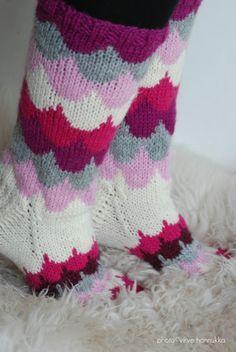 Knitting Wool, Knitting Charts, Knitting Socks, Knitting Patterns, Crochet Socks, Diy Crochet, Marimekko Fabric, Knit Stockings, Wool Socks