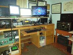 NA1DX main op station with Elecraft K3, Heathkit SB201 and Collins 51J-4.