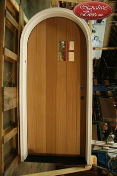 When i have a house i want a door with a window!Flat plank door with window. Custom Wood Doors, Custom Cabinets, Green Grass, Windows And Doors, Country Decor, Plank, Wood Working, Cool Designs, Cool Stuff