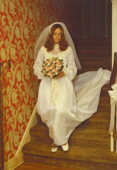 1970s bride (she'll not miss that wallpaper)