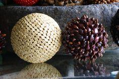 Diy Crafts Spheres made of seeds (coffee beans, Guapinol, Conacaste) hand made. Esferas hechas de semillas ( granos de café, Guapinol y Conacaste)  a mano by Decoesferas