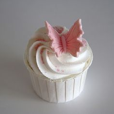 Butterfly cupcake Pretty Cakes, Beautiful Cakes, Amazing Cakes, Birthday Cookies, Cupcake Cookies, Cupcake Art, Tim Tam Cake, Butterfly Cupcakes, Butterfly Party