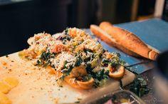 Yummy ! Le sandwich improvisé au marché de Syracuse par Il Maestro. Miam !