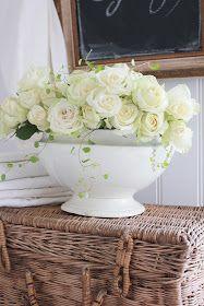 Blomster er bare en FRYDå fotografere....og hvite roser...sukk...og atter sukk! Det er bare mitt drømmeobjekt...og i dag har jeg kost m...