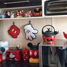 22 Funny Disney Kitchen Ideas for New Dimention in Your House - Mickey Mouse House, Mickey Mouse Kitchen, Mickey Minnie Mouse, Disney Mickey, Mickey Mouse Bathroom, Disney Kitchen Decor, Disney Home Decor, Kitchen Themes, Kitchen Ideas