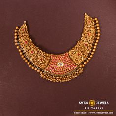 Set in yellow gold short necklace with breath taking center piece makes firm fashion statement. Antique Jewellery Designs, Gold Jewellery Design, Gold Temple Jewellery, Gold Jewelry Simple, Silver Jewelry, Jewelry Art, Short Necklace, Choker Necklaces, Indian Jewelry
