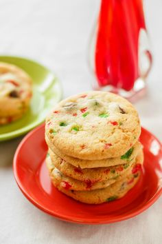 45 Festive Cookie Recipes to Kickstart Your Holiday Cheer: Crushed Candy Cane Chocolate Chip Cookies Holiday Cookies, Christmas Desserts, Christmas Baking, Christmas Foods, Popular Cookie Recipe, Cookie Recipes, Dessert Recipes, Classic Christmas Cookie Recipe, Biscuits