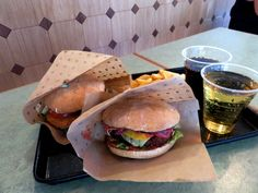 – Vegan burgers at Swing Kitchen, Vienna *** Vienna State Opera, Vegan Fast Food, Fast Food Places, Vegan Burgers, Hamburger, Kitchens, Restaurant, Ethnic Recipes, Vegan Patties