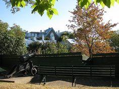 Le parc Cavalier-du-Moulin by CCNQ, via Flickr - Photo : CCNQ, Anne-Marie Gauthier Monuments, Chute Montmorency, Chateau Frontenac, Le Petit Champlain, Parcs, Le Moulin, Logs, Outdoor Furniture, Outdoor Decor
