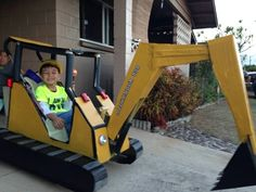 It began as a stroller then evolved to a mini-mini excavator! Wagon Halloween Costumes, Wagon Costume, Halloween 2018, Baby Halloween, Construction Birthday Parties, Construction Theme, Cars Birthday Parties, 2 Birthday, Birthday Stuff