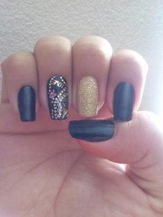#blacknails #glitter #stickernails