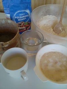 Pečené buchty dvoch chutí (fotorecept) - recept | Varecha.sk Fondue, Pudding, Cheese, Ethnic Recipes, Desserts, Basket, Tailgate Desserts, Deserts, Custard Pudding