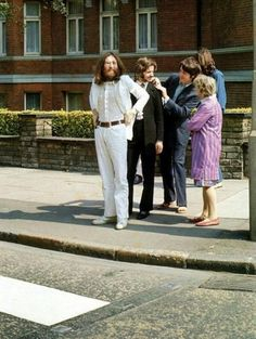 Beatles: The moment before the most famous album cover ever was photographed. 1969