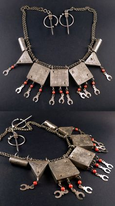 Algeria | Old fibula 'necklace'; silver and red plastic beads | 545$ || Etsy Shop; https://www.etsy.com/ch-en/listing/181829448/old-berber-silver-amulet-necklace