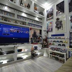 33 Fun Video Game Room Design Ideas For Gamer's Vibe Gaming Room Setup, Desk Setup, Gaming Rooms, Sala Nerd, Geek Room, Geek Man Cave, Man Cave Ideas Gamer, Video Game Man Cave Ideas, Game Ideas