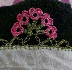 TIĞ İŞLERİ ÖRGÜLER: YENİ YEMENİ YAZMA TÜLBENT OYA ÖRNEKLERİ Crochet Edging Patterns, Crochet Borders, Knitting Patterns, Flower Granny Square, Knit Edge, Knitting For Beginners, Thread Crochet, Crochet Flowers, Diy And Crafts