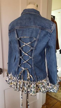 upcycle clothes no sew . upcycle clothes that dont fit . upcycle clothes for kids Jean Crafts, Denim Crafts, Diy Clothing, Sewing Clothes, Clothes Refashion, Jeans Refashion, Refashioned Clothes, Sewing Jeans, Sewing Diy