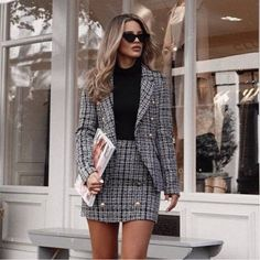 25 Women's Blazer Outfit Ideas To Conquer Everything Blazer outfits. 25 Women's Blazer Outfit Ideas To Conquer Everything Blazer outfits are arguably the best work outfits. So we've rounded up 25 Women's Blazer Outfit Ideas To Conquer Everything. Outfit Chic, Blazer Outfits Casual, Blazer Outfits For Women, Business Casual Outfits, Tweed Blazer Outfit, Stylish Work Outfits, Woman Outfits, Womens Blazer Fashion, Outfits With White Blazer