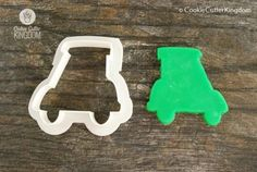 The Golf Cart Cookie Cutter is designed with a sharp edge and a scalloped grip to cut cleanly. Available in Mini Standard and Large sizes! Cookie Dough, Cookie Cutters, Golf Cookies, Golf Betting, Personalized Cookies, Candy Molds, How To Make Cookies, Golf Carts, Gum Paste