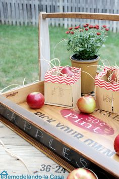 How to turn a furniture drawer into a basket/tray - Free printable Pallet Crafts, Diy Crafts, Pallet Ideas, Reuse Recycle, Upcycle, Recycling, Diy Home Decor Projects, Upcycling Projects, Berry Baskets