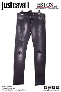 Pantalones vaqueros Just Cavalli desgastados para que puedas ir simple a  la ef84dede7e4e