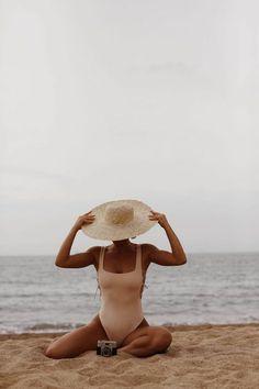 // j u s t b e a c h y Beach Photography Poses, Summer Photography, Portrait Photography, Travel Photography, Photography Shop, Photography Editing, Digital Photography, Fashion Photography, Beach Aesthetic
