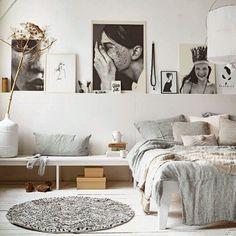 Room. Quarto. Cama. Quadros