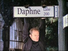 Niles tries to get Daphne a special present