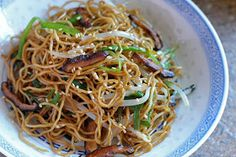 Food Endeavours of the Blue Apocalypse: Soy Sauce Chow Mein (Stir Fried Egg Noodles)