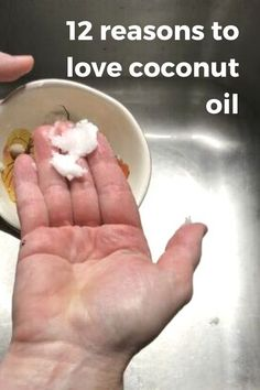 East and cheap cleaning hacks using coconut oil. Useful life hacks with coconut oil. #hometalk Diy Home Cleaning, Bathroom Cleaning Hacks, Diy Cleaning Products, Cleaning Tips, How To Clean Suade, Teen Bedroom Crafts, Halloween Bath Bombs, Coconut Oil Uses, Natural Cleaners