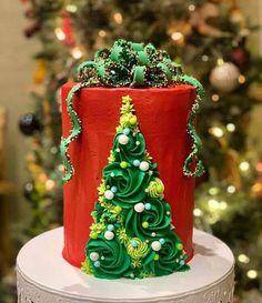 50 Most Beautiful looking Fondant Cake Design that you can make or get it made on the coming birthday. Days To Christmas, Christmas Sweets, Christmas Goodies, Christmas Baking, Christmas Cakes, Christmas Themed Cake, Christmas Cake Designs, Fondant Cake Designs, Cake Designs Images