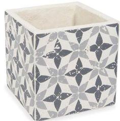 #cachepot #déco #noiretblanc On craque pour ce cache-pot encarreaux de ciment qui sera ultra tendance dans votre intérieur ou à l'extérieur.Ce cache-pot en ciment est un accessoire déco design. http://www.decoration.com/cache-pot-en-carreaux-de-ciment-maison-du-monde,fr,4,MDM157487.cfm