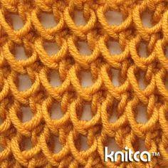 Interessantes Zweireihen-Muster, dass seine Optik durch die Verwendung zweier unterschiedlicher Nadelstärken erhält. Gefunden auf www.knitca.com