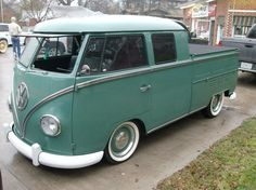 Can only imagine this makes you smile every time you drive it Volkswagen Transporter, Car Volkswagen, Vw T1, Vw Cars, Hot Rod Trucks, Cool Trucks, Kombi Pick Up, Vw Doka, Vw Caravan