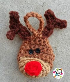 Mini Reindeer Ornament with Mini Button Eyes/ luv it! Crochet Christmas Decorations, Crochet Ornaments, Christmas Crochet Patterns, Holiday Crochet, Crochet Animal Patterns, Christmas Knitting, Stuffed Animal Patterns, Diy Christmas Ornaments, Xmas Crafts