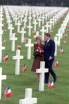 President Ronald Reagan and Nancy Reagan walking through Omaha Beach Cemetery, Normandy, France. President and Mrs. Reagan had reverence, respect and devotion to the fallen. 40th President, President Ronald Reagan, Greatest Presidents, American Presidents, American Pride, American History, Presidential History, Presidential Portraits, Presidential Libraries