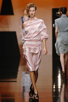 Vivienne Westwood Spring 2006 Ready-to-Wear Fashion Show - Andrea Stancu