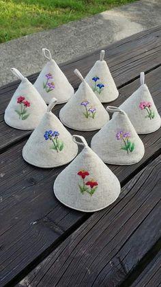 지금은 바빠서 명예직으로 이름만 유지하고 있는 우리 매니저~~^^ 서로 바쁘니 시간 맞춰 만나기도 쉽지 않... Hand Embroidery Flowers, Flower Embroidery Designs, Hand Embroidery Patterns, Beaded Embroidery, Flower Patterns, Quilted Potholders, Creation Couture, Craft Bags, Quilting Designs